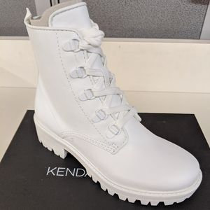 Kendall and Kylie Epic White Boots Size 7